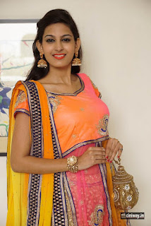 Swetha-Jadhav-Latest-Stills-at-Aura-Exhibition-Launch