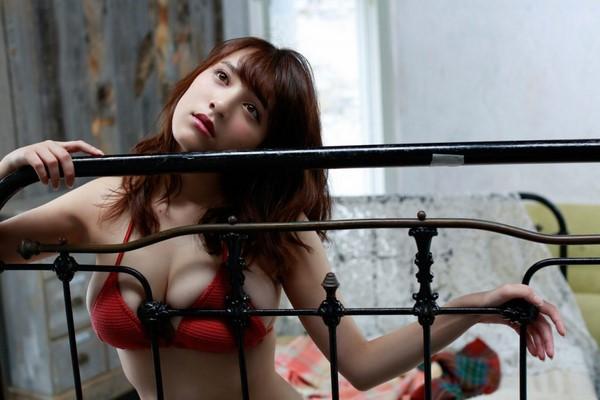 Sayaka Tomaru -  Mỹ nhân Nhật Bản sở hữu vẻ đẹp như nắng mai