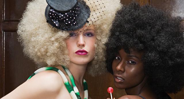 modelos peluca afro rubia y negra