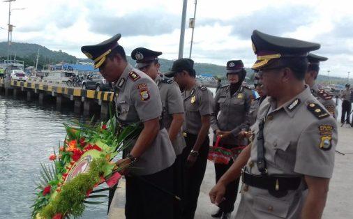 Kapolres Pimpin Ziarah Ke TMP, Dan, Pelarungan Bunga Dilaut Selayar