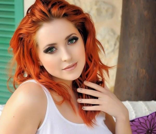 CELEBRITATI: Hot Redhead Girl with Big Boobs - Lucy