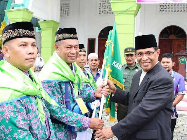 Marlatu Leleury Lepaskan 135 Calon Jemaah Haji dari Maluku Tengah