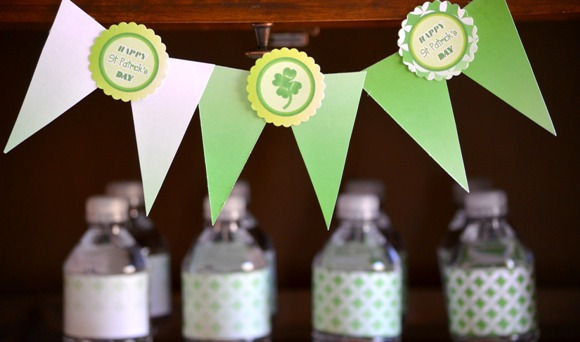 St Patrick's Day Green Ombre Party with FREE Party Printables - via BirdsParty.com