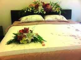 bunga dekorasi kamar pengantin