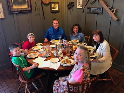 Duggar family at cracker barrel