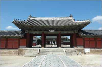 ซุ้มประตูฮองฮวามุน (Honghwamun) - พระราชวังชางเกียง (Changgyeonggung Palace)