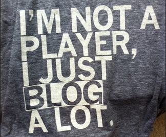 Fotografia de uma camiseta com a frase : I'm not a player, I just blog a lot