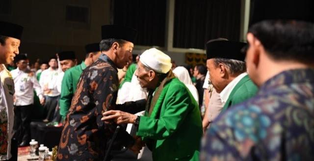 Mbah Moen Kembali Doakan Jokowi Jadi Pemimpin untuk Kedua Kalinya