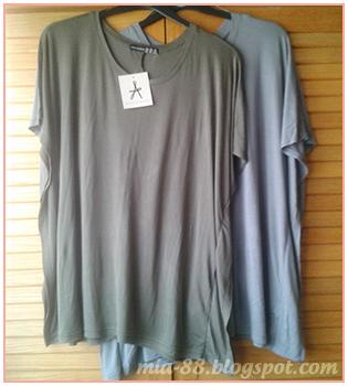 74039cf998 Una camiseta verde y otra gris bien anchas