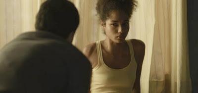 Alice (Bruna Inocencio) ficará amedrontada na presença de Elias (Marcelo Faria) em Bom Sucesso