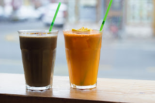 earth smoothie and orange carrot juice, Eatery Hopping: Vegan Brunch at Milgi, Cardiff, www.imogenmolly.co.uk