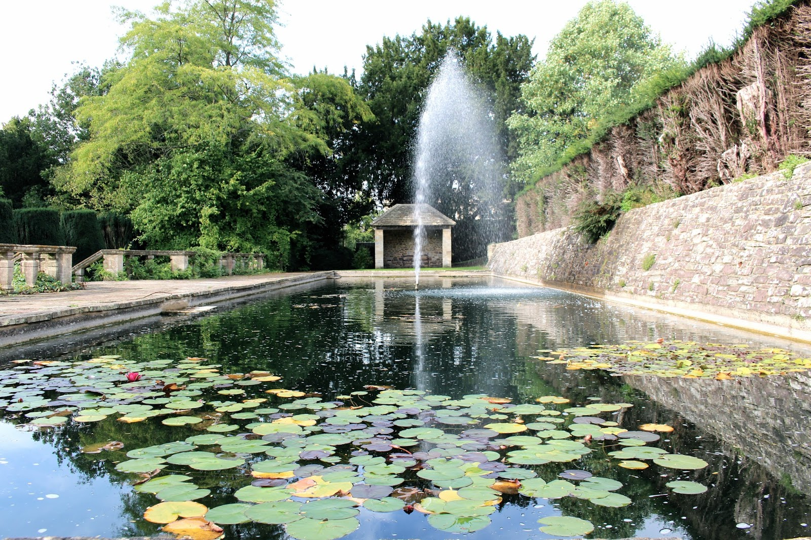 Gardens pond and fountain of Berkeley Castle