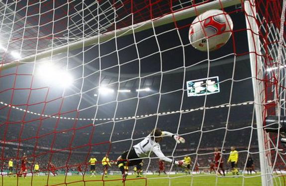 Dortmund goalkeeper Roman Weidenfeller fails to save a goal by Bayern Munich's Arjen Robben