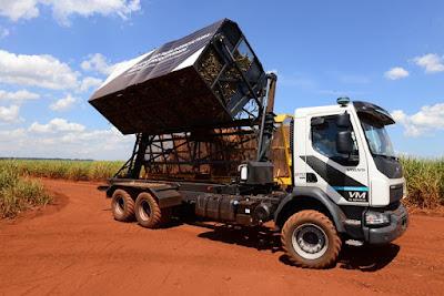 Volvo faz primeira entrega comercial global de caminhões