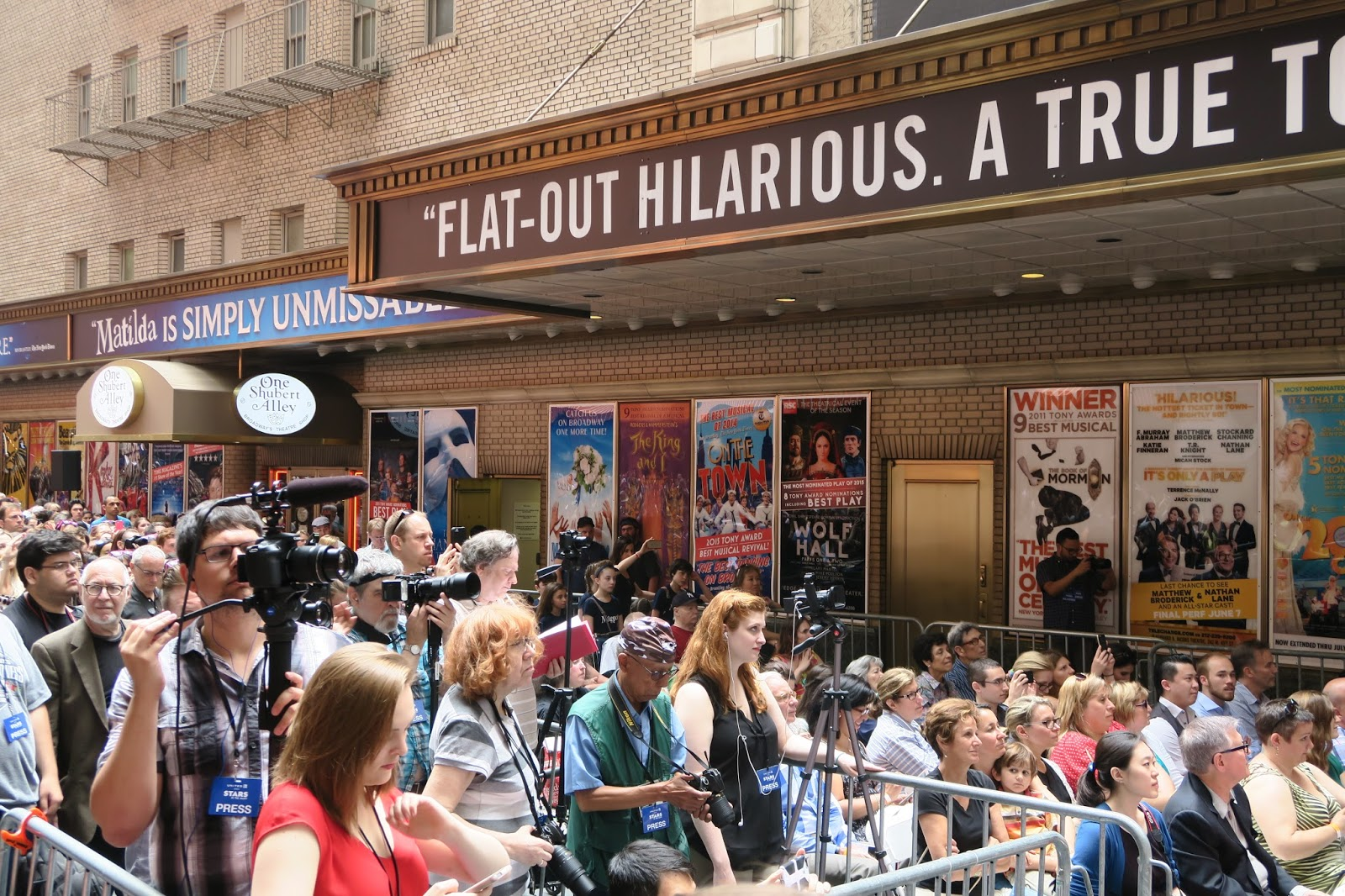 "Broadway Buzz! ""Stars in the Alley"" Showcases More Than 30 Shows ..."