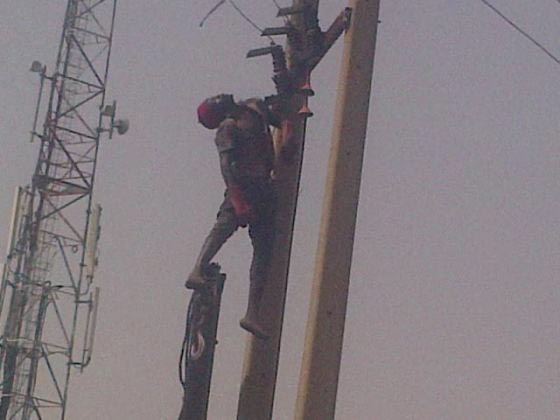 Thief Gets The Shock Of His Life (Literally) Today In Kaduna