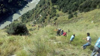 accident-in-kashmir-13-dead