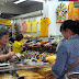 ประชาชนแห่ซื้อเสื้อเหลืองร่วมงานพระราชพิธีคึกคัก