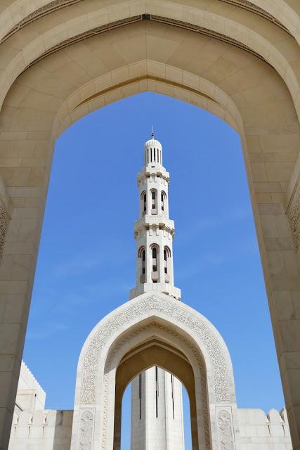 Sichtachse, Blick, Minarett, gross, Bogen, Sultan, Qabus, Moschee, Muscat, Oman, weiss