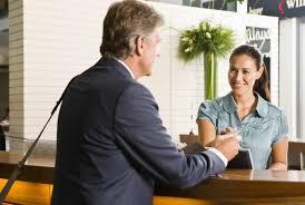 Percakapan Bahasa Inggris di Hotel : Tamu, Receptionist ...