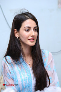 Actress Farah Pictures at Thikka Movie Team Visit to Cancer Striken Children  0019