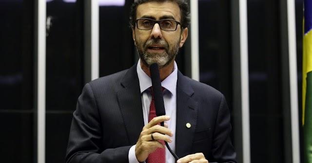 Marcelo Freixo propõe a suspensão da cobrança do FIES e impedir corte de bolsas durante pandemia do coronavírus
