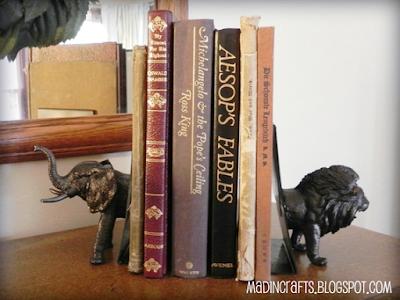 Sujeta libros con elefante y león