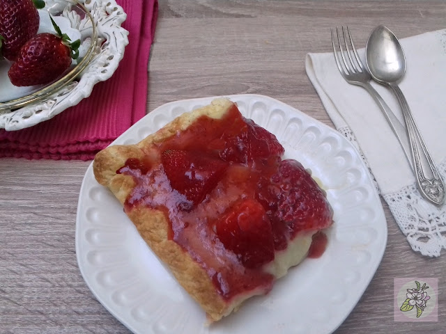 Tarta Vegana de Crema de Vainilla y Fresas.
