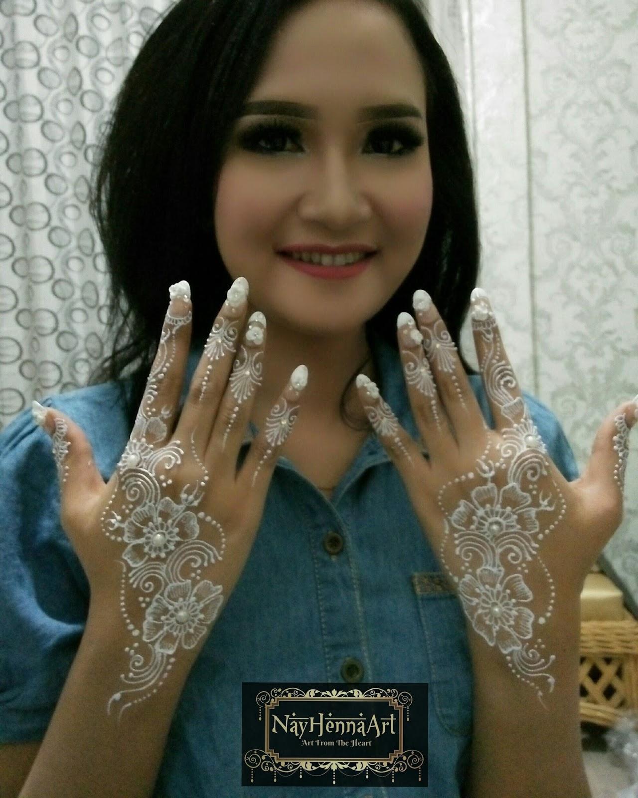 Gambar Henna Tangan Simple Warna Putih