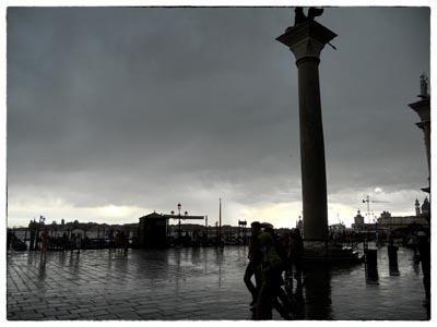 雨のサン・マルコ広場