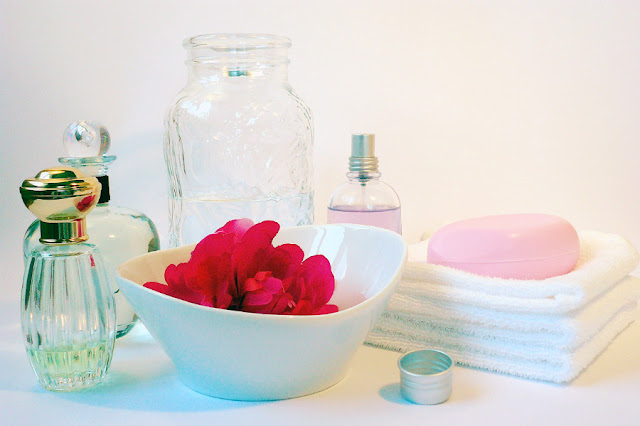 Cómo hacer un perfume de rosas
