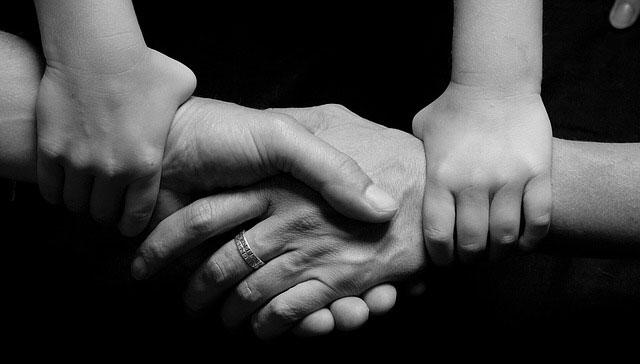 memaafkan orang lain; memaafkan suami; memaafkan diri sendiri;