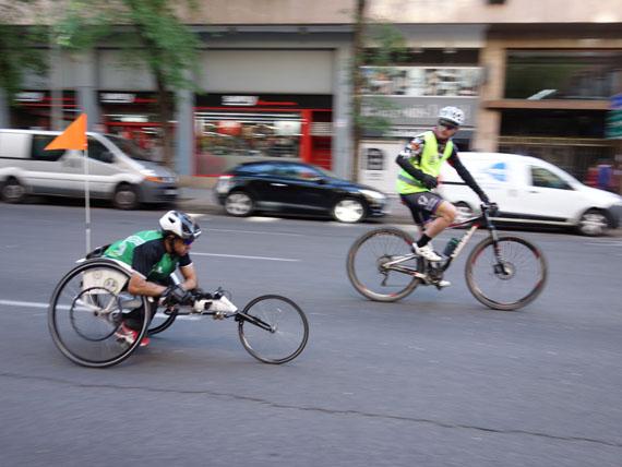 silla de ruedas de atletismo y bici en maraton madrid 2017