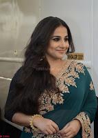 Vidya Balan looks super cute in Saree 004.jpg
