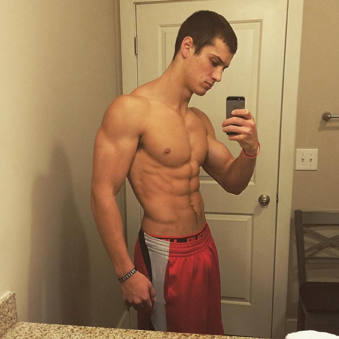 adorable-shirtless-jock-bathroom-selfie