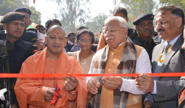 हरियाणा के सी एम् मनोहल लाल और उत्तर प्रेदश के मुख्यमंत्री योगी आदित्यनाथ ने 32वें अंर्तराष्ट्रीय सूरजकुण्ड शिल्प मेले का किया शुभारम्भ