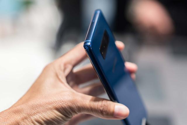 [IFA 2017] Trên tay Samsung Galaxy Note 8 màu xanh cực hiếm