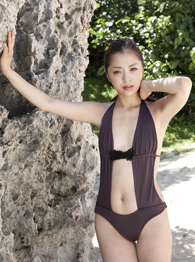 eri wada sexy beach bikini pics 02
