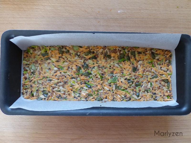 Versez la préparation dans un moule à cake.