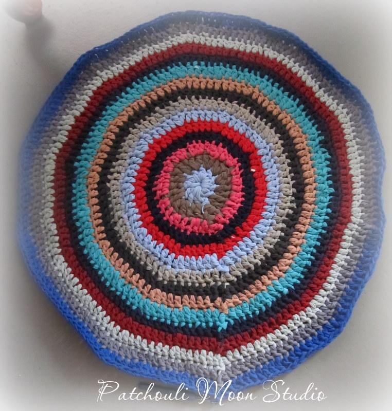Patchouli Moon Studio: Crocheted Tee-Shirt Rugs