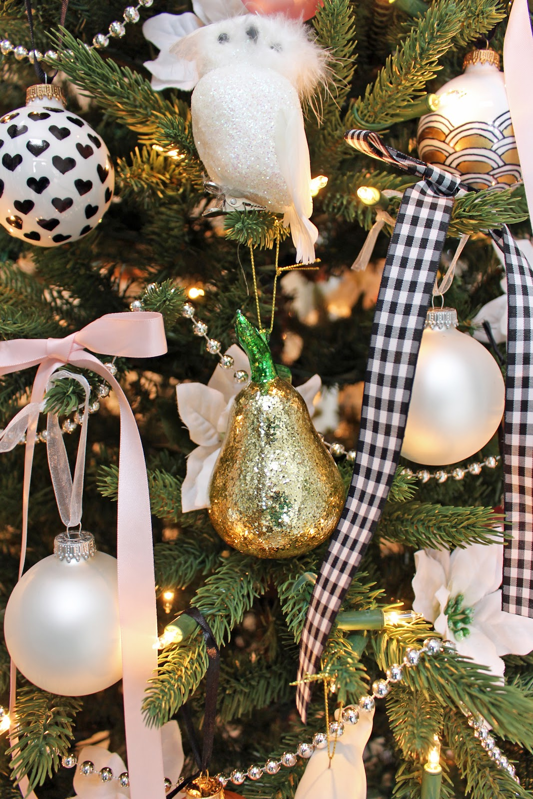 Am dolce vita december 2016 picture below gold pineapple ornament from glitterville solutioingenieria Choice Image