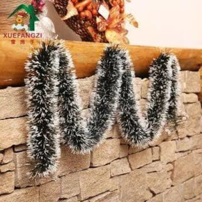 Slinger Natal Ekor Tupai Ujung Putih