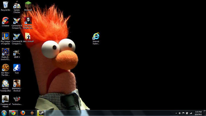 28 Creatively Hilarious Desktop Wallpapers We Wished We Had Thought Of First - My Friend's New Desktop Backgroundsetup.... Meep!