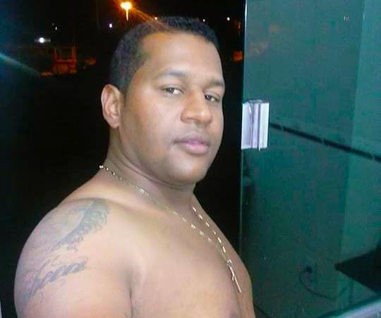 c18d5e030 Um jovem conhecido como Junior da Parabólica foi morto a tiros na tarde  desta quarta-feira 25 de março, nas imediações do Posto Modelo, na Av.  Raimundo ...
