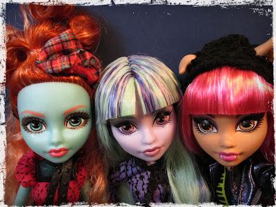 Lorna Twyla Howleen Monster High doll selfie