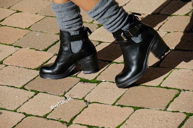 Botines cut out con calcetines altos
