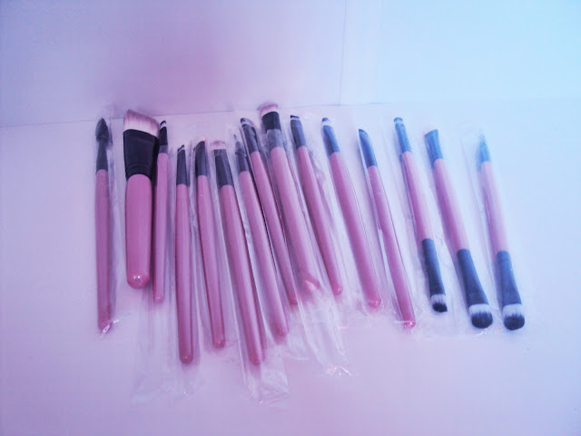 http://www.rosegal.com/makeup-tools/stylish-multifunction-15-pcs-plastic-handle-nylon-makeup-brushes-set-494002.html?lkid=88916