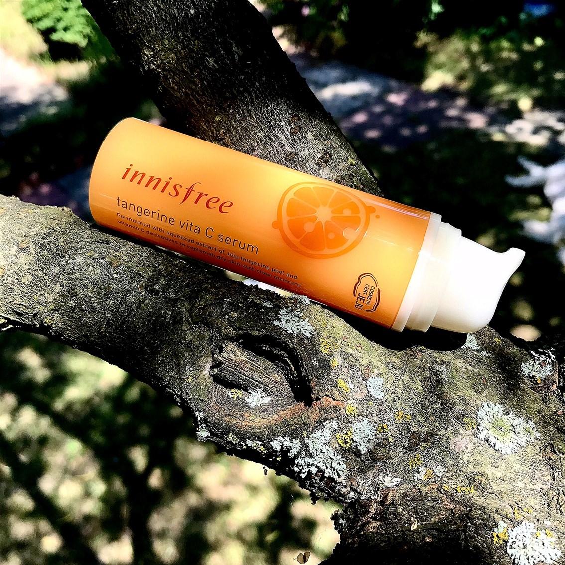 zdjęcie przedstawiające serum Innisfree Tangerine Vita C Skin Serum