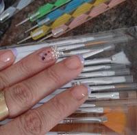 pinceles y punzones para manicura