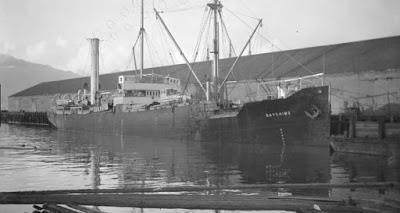 SS Baychimo no porto, este é sem dúvida um dos navios fantasma mais interessantes que existiram, ou quem sabe ainda existam